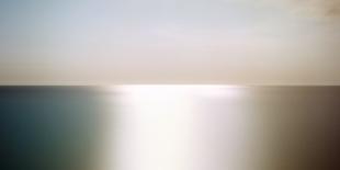 La photo représente une photographie de Catherine Aboumrad, série Horizon, de la galerie d'art La Castiglione.